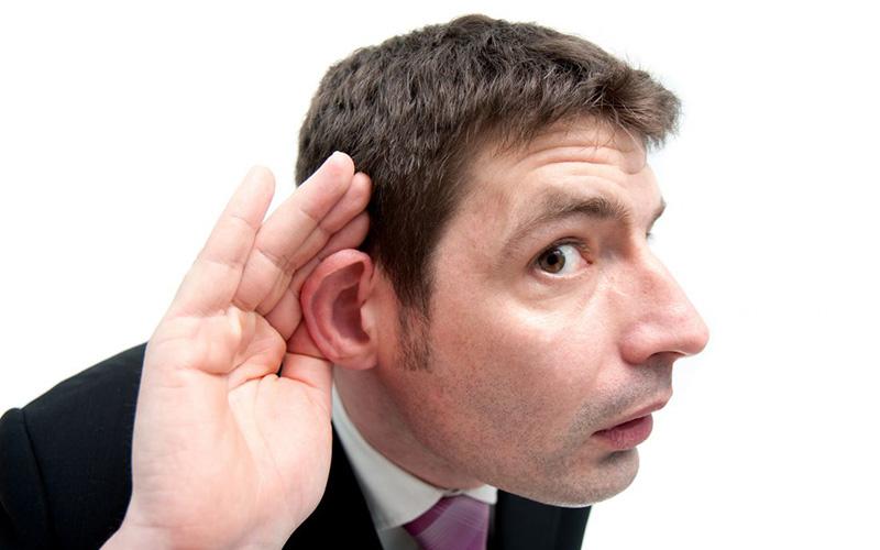 Почему человек разговаривает во сне вслух точно неизвестно.