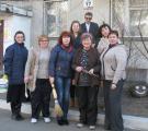 В санитарный день библиотекари высадили  несколько кустов можжевельника казацкого и  спиреи Ван – Гутта.