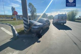 В Северодонецке автомобиль въехал в электроопору