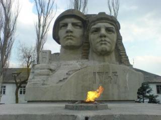 ЛХС: Пам'ять і пам'ятники