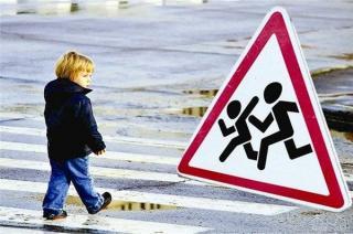 Возле школ Северодонецка установят дорожные знаки и лежачих полицейских