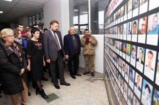 В Северодонецке открылась выставка, посвященная погибшим на войне жителям Луганщины
