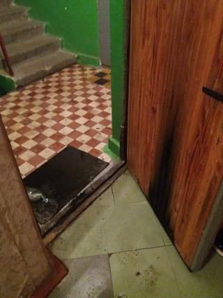 Общественный активист получил «дружеский» кирпич в окно квартиры