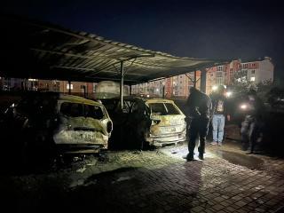 В м. Сєвєродонецьк правоохоронці встановлюють причину загоряння двох автомобілів