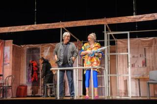 В Северодонецке состоялся бесплатный показ комедийного спектакля