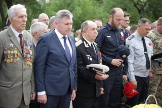 В Северодонецке провели митинг-реквием ко Дню памяти и примирения