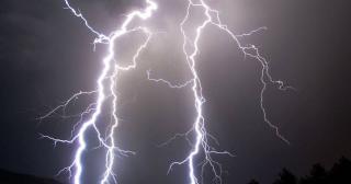 На Луганщине двое мужчин погибли в результате попадания молнии