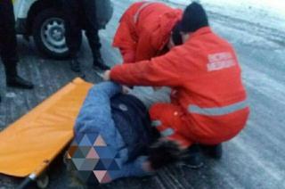 В Северодонецке спасли женщину, которая лежала на дороге
