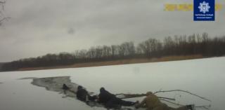 В Рубежном на озере спасли мужчину, который провалился под лед
