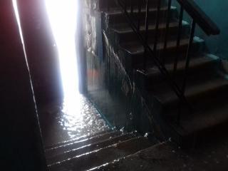 Потоп в подъезде после ликвидации порыва