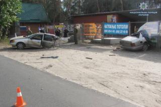 В Северодонецке из-за столкновения с деревом автомобиль разорвало пополам