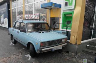 В Северодонецке автомобиль протаранил магазин