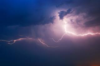 Синоптики предупреждают северодончан о грозе, шквальном ветре, граде и сильном дожде