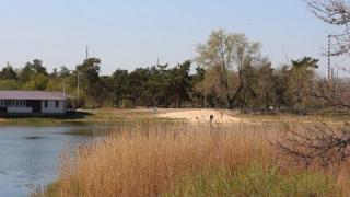 Територія навколо озера Паркове тепер освітлюється