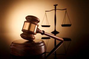 Троє чоловіків постануть перед судом за замах на умисне вбивство