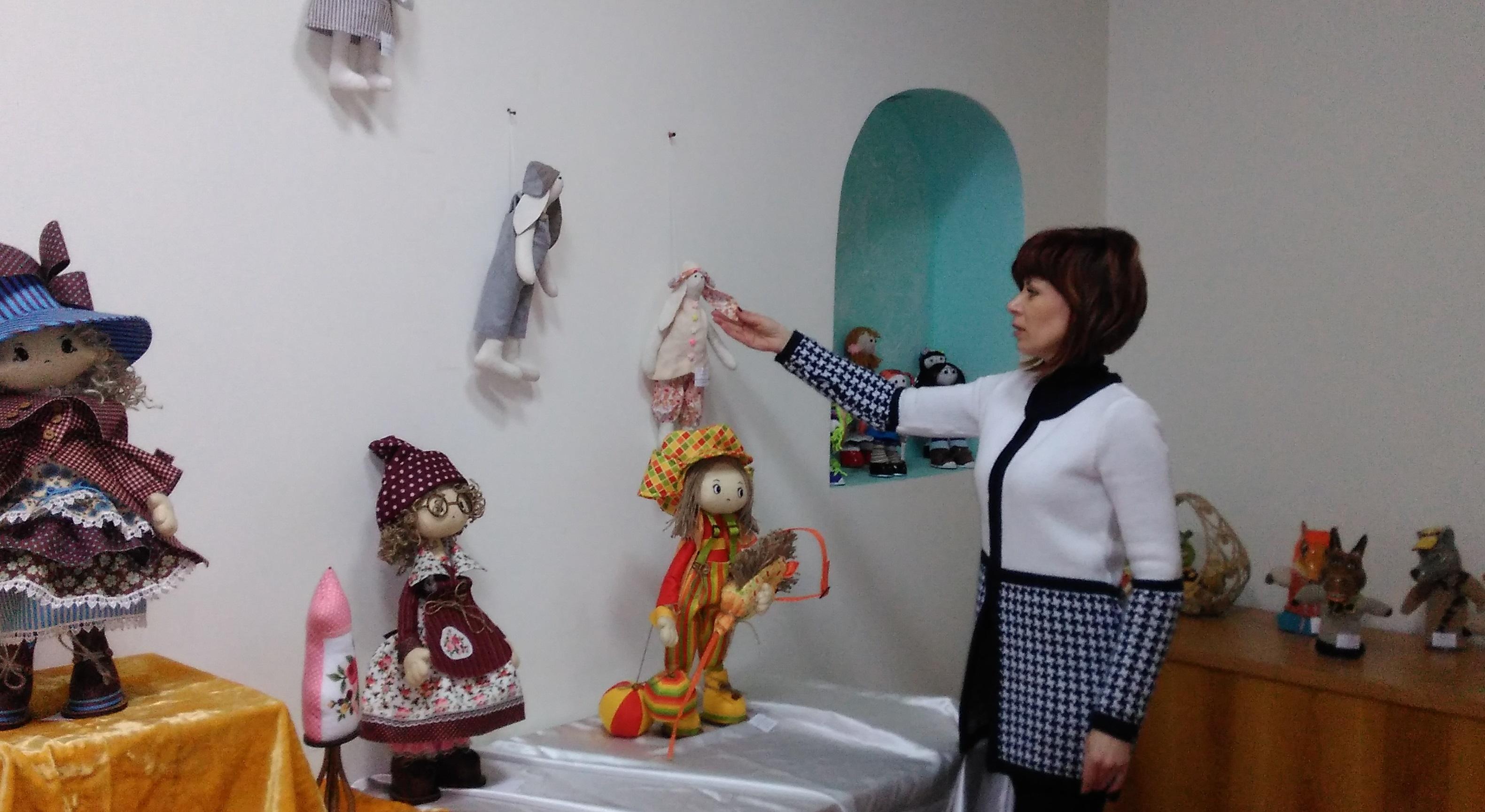 Выставка интерьерной куклы в Центре народного творчества